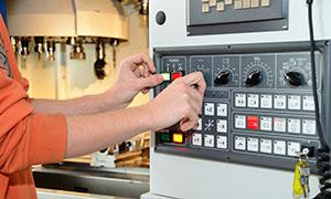 """W dniu dzisiejszym (18.09) o godz. 16:00 rozpoczynamy kurs """"Operator maszyn sterowanych numerycznie CNC""""."""