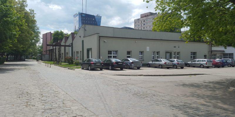 CKZ - budynek D (widok na parking)