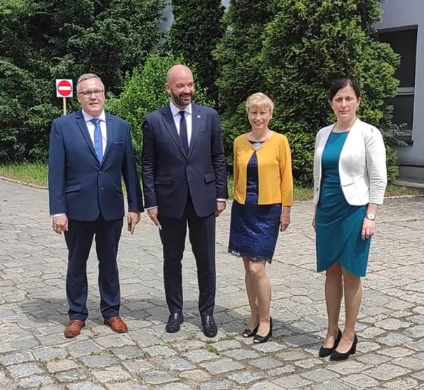 Od prawej: Anna Benedyk – wicedyrektor CKZ, Anna Chołodecka – dyrektor CKZ, Jacek Sutryk – Prezydent Wrocławia, Piotr Drozd – kierownik CKZ